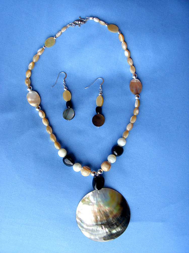 Black Lip Oyster shell Necklace with Matching Earrings