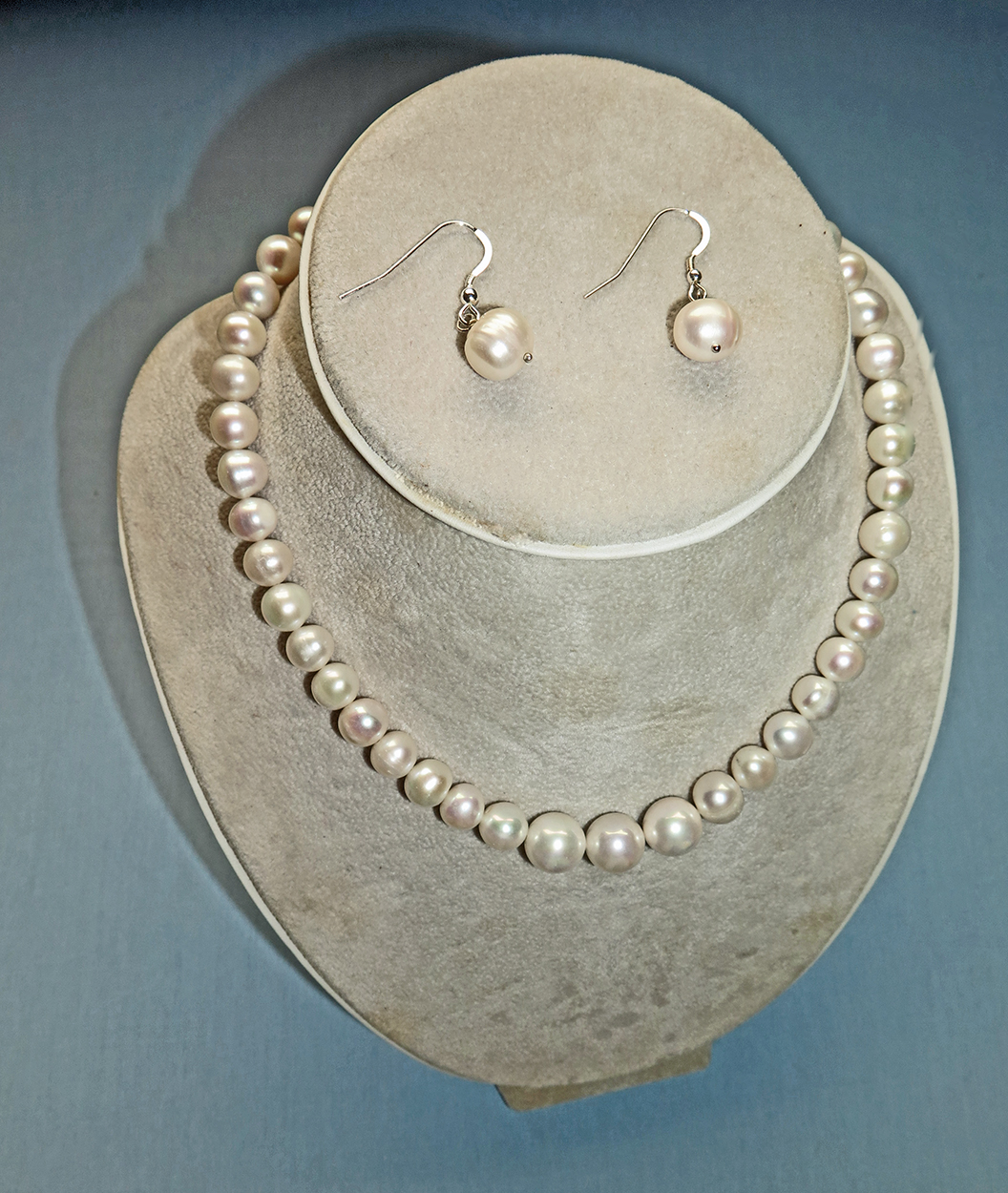 Cultured Pearl Necklace with Earrings - C Grade