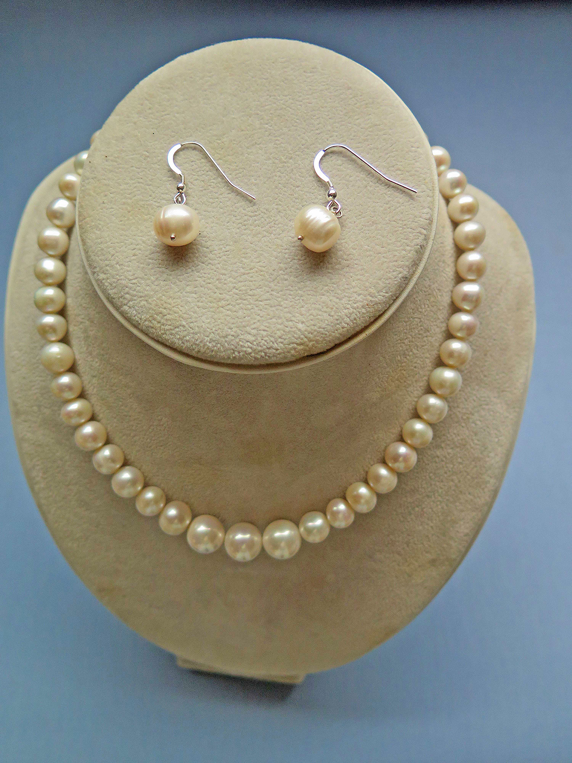 Cultured Pearl Necklace with Earrings - B Grade